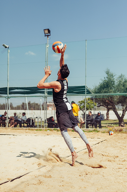 7 Fun Tips to Improve Your Volleyball Beach Game, Dont forget footwork