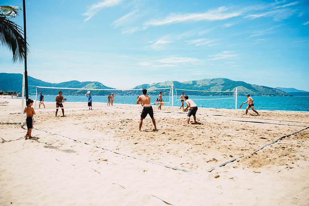 7 Fun Tips to Improve Your Volleyball Beach Game, Play Without Jumps